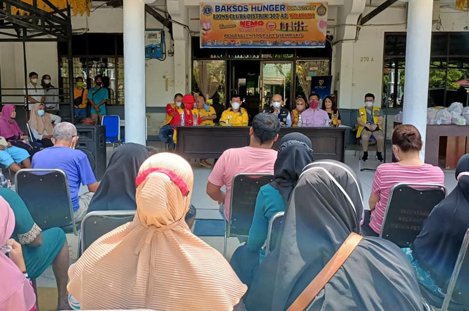 Pembagian Sembako oleh Lions Club Indonesia ke Warga Kecamatan Medan Petisah